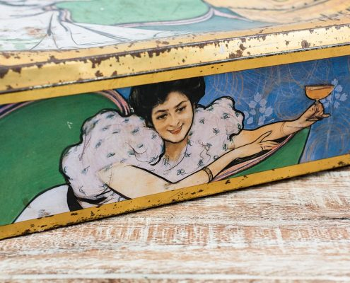 caja-hojalata-vintage-antigua-decoracion-atrezzo-antiguedades-grande