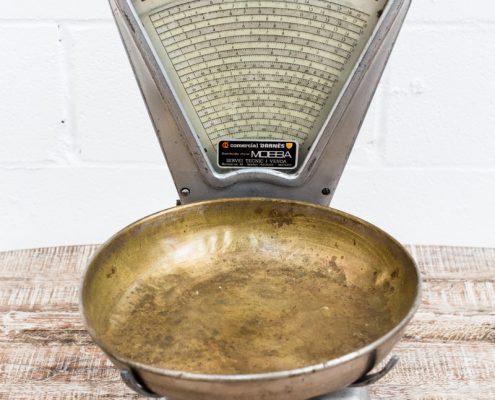 peso-antiguo-un-plato-vintage-decoracion-antiguedades-atrezzo