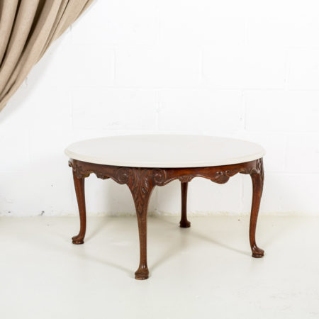 mesa-baja-sofa-afrancesada-romantica-color-blanco-piedra-madera