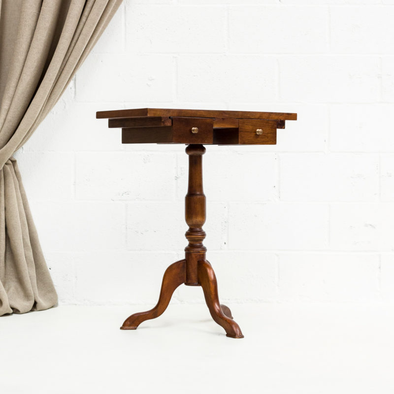 mesita-auxiliar-romantica-madera-cajones