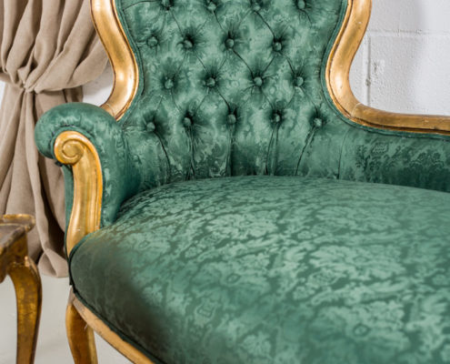 rincon-sofa-chaiselounge-romantico-mesa-baja-flores-decoracion-alfombras