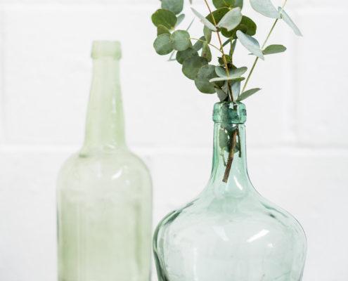 botella-botellas-verde-decoracion-flor-vintage-atrezzo