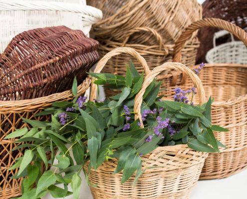 cesta-mimbre-antigua-vintage-decoracion-atrezzo