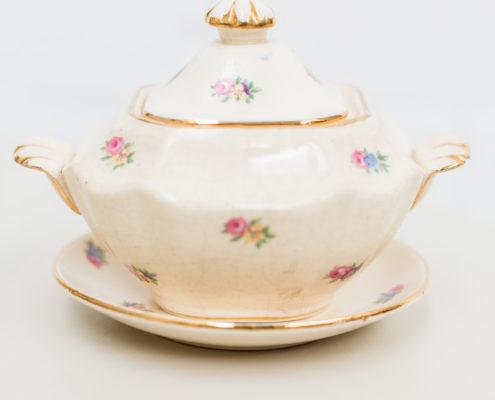 porcelana-antigua-vintage-beige-rosa-flores-decoracion-atrezzo