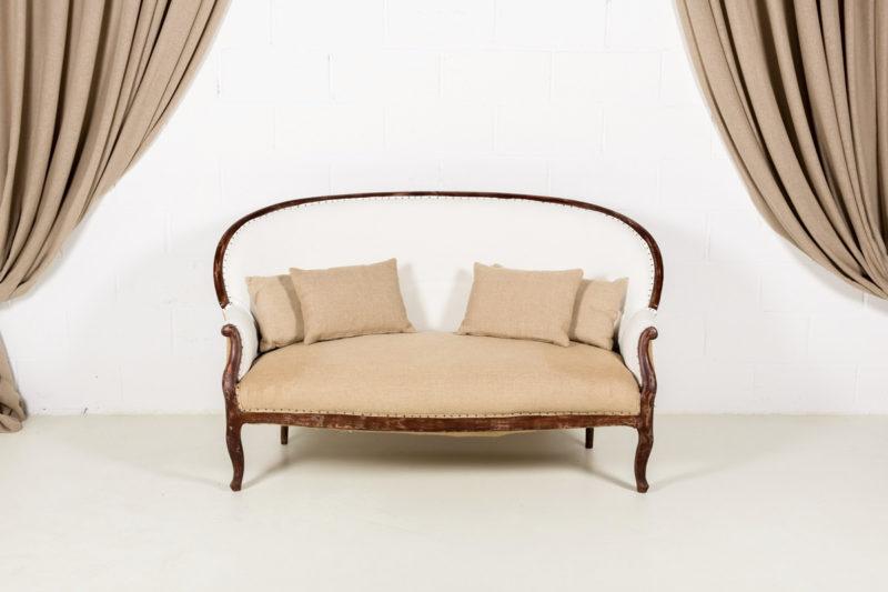 Sofa antiguo blanco y asiento en arpillera13