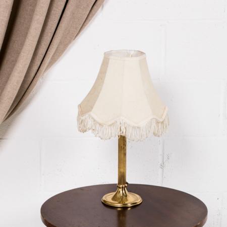 Lámpara flecos pie dorado 02