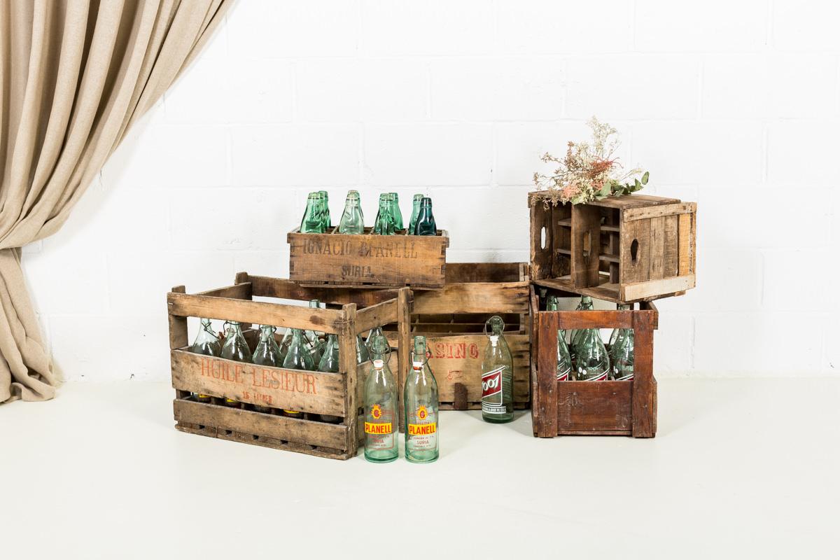 Antigua caja madera con botellas 02