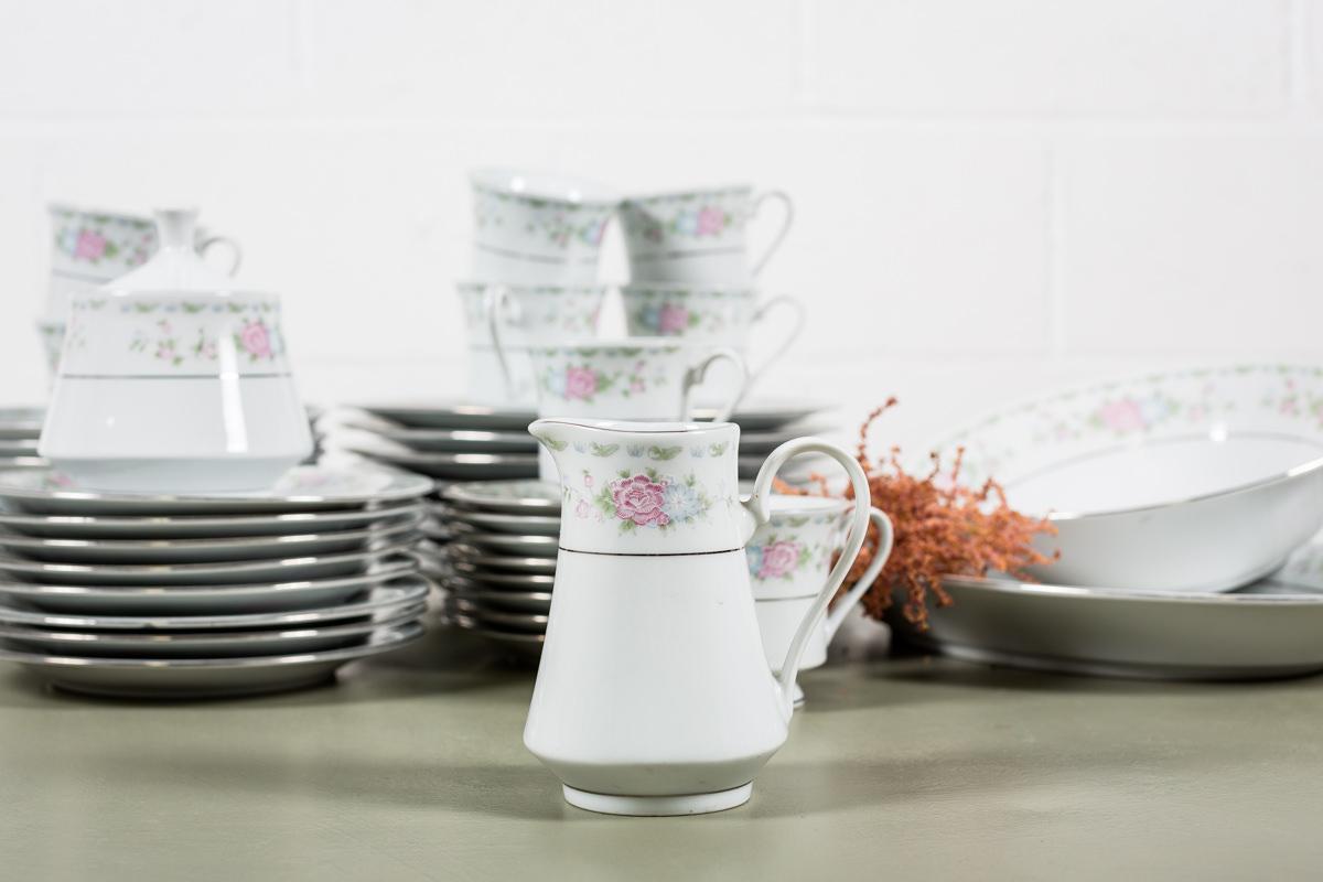 porcelana-antigua-vintage-flores-blanco-rosa-decoracion-atrezzo_03