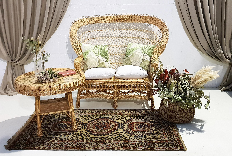 Rincón mimbre sofá y mesa 01